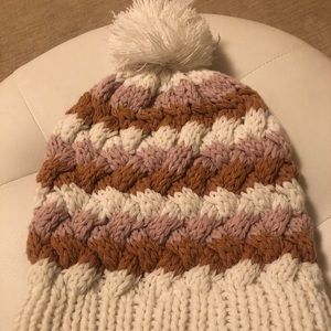 Knitted toque with Pom Pom